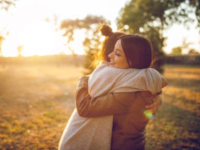 40 frases de fé para amiga que transmitem força e carinho