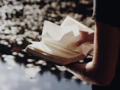 20 frases bíblicas para amigos que fortalecem e santificam essa amizade