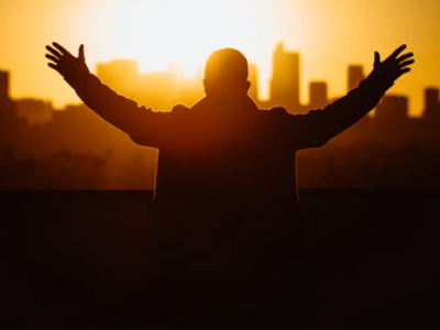 30 frases de oração para dormir e descansar sob a proteção de Deus